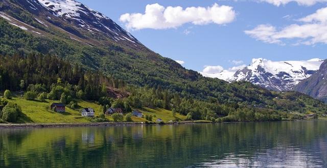 Olden am Innvikfjord